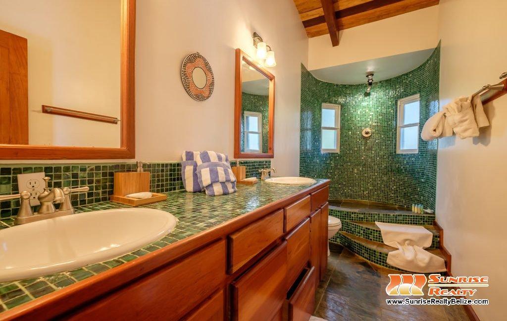 Solaria-Villa-I-Ambergris-Caye-Belize-Vacation-Villa-Bath-Double-Vanity-1024x683
