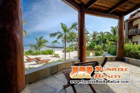 Solaria-Villa-I-Ambergris-Caye-Belize-Vacation-Villa-Beachfront-Patio-1024x680
