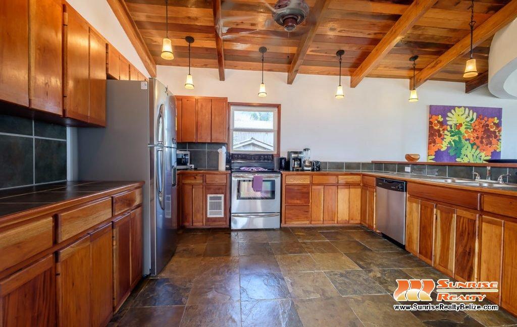 Solaria-Villa-I-Ambergris-Caye-Belize-Vacation-Villa-Kitchen-1024x683