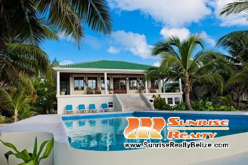 Anil Mar Beachfront Villa Pool
